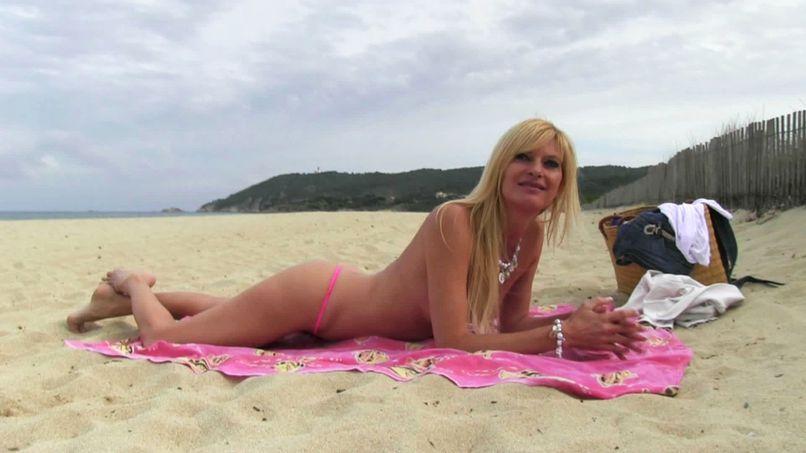 Angelique, a fat married slut blows herself on a beach in Saint-Tropez! - Tonpornodujour.com