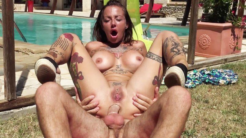 Hard sex, this slutty milf Eva prefers it in the sun! - Tonpornodujour.com