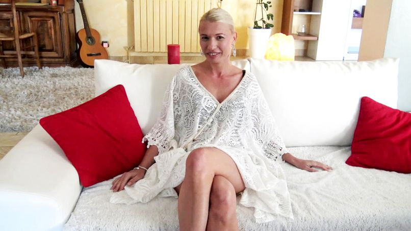 Justine, a 37-year-old milf, loves hard sex more and more! - Tonpornodujour.com