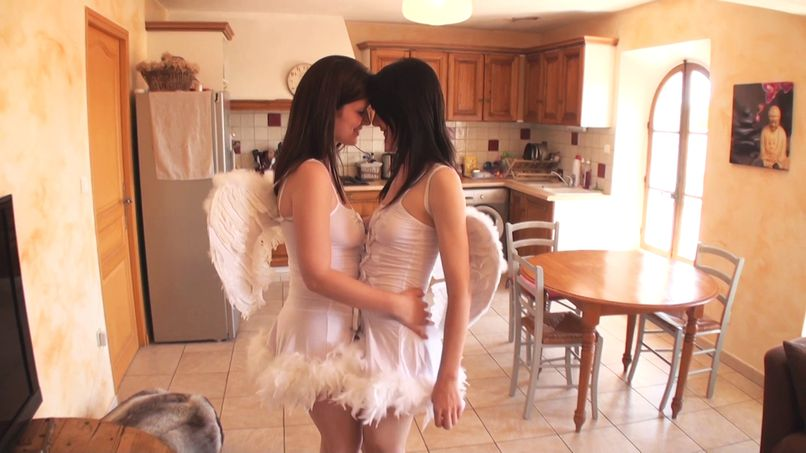 Good French orgy with lesbian slut in the image of Lila and Laly! - Tonpornodujour.com