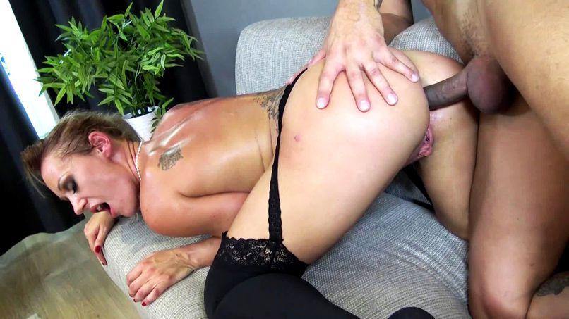 Célia, a beautiful 38-year-old slutty milf, sodomized in a very hot scenario! - Tonpornodujour.com
