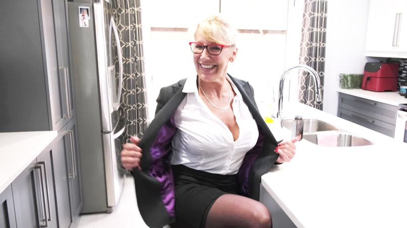 Bianca, a beautiful 59-year-old cougar with the destiny of a fat slut! - Tonpornodujour.com