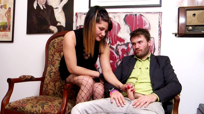 Isabella takes advantage of a naughty scenario to enjoy many deep sodomies! - Tonpornodujour.com