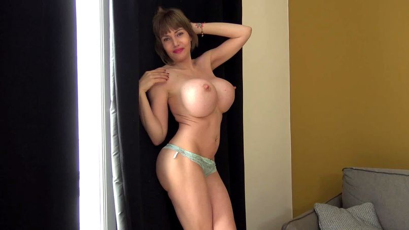 Clanddi, the blonde slut with incredible big tits has a hot threesome! - Tonpornodujour.com