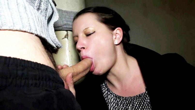 Hard sex for Caro, a French milf who tries anal destruction! - Tonpornodujour.com