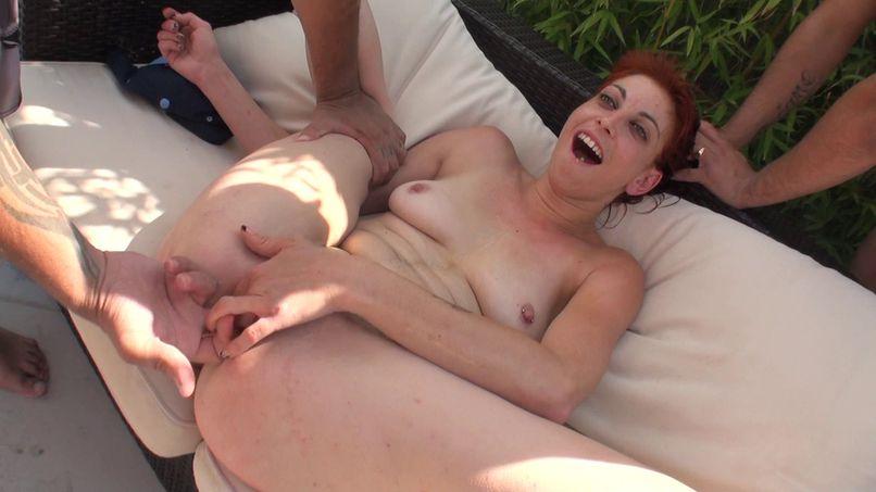 The young Lyza tastes double penetration! - Tonpornodujour.com