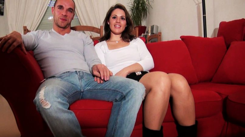 Gaëlle and David, a libertine couple, bring us into their intimacy! - Tonpornodujour.com