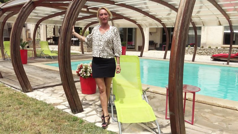 Totally slutty cougar, Betty, 46, has a really hard anal casting! - Tonpornodujour.com