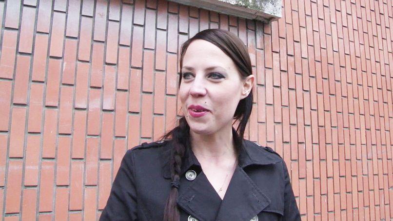 Angela, submissive milf in a gangbang! - Tonpornodujour.com