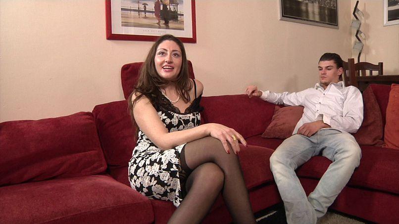 Sandra, a very bitchy Italian doctor! - Tonpornodujour.com