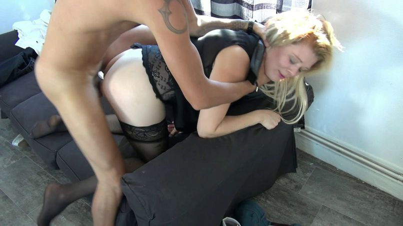 An amateur sex session with Leslie, a Lille bomb - Tonpornodujour.com
