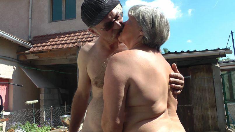 Good fuck for a nice mature couple! - Tonpornodujour.com