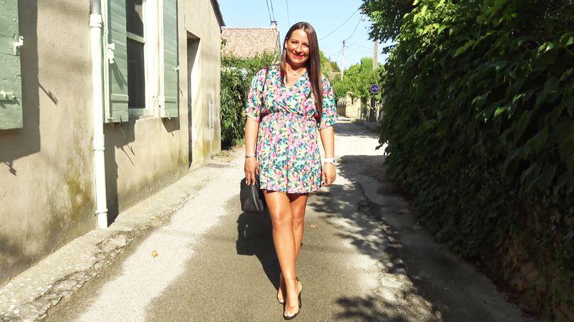 This beautiful amateur slut Mila changes gear with two big cocks ... - Tonpornodujour.com
