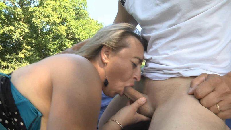 A candaulist shot with blonde slut Karine - Tonpornodujour.com