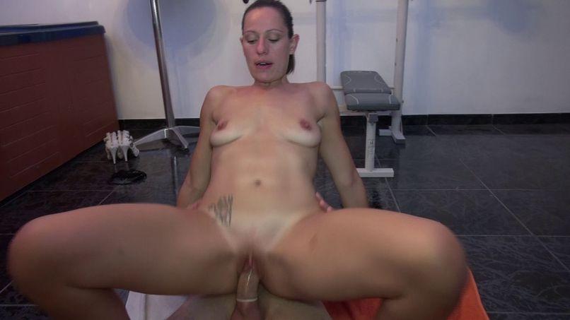 Audrey, a slutty milf gets fucked in the jacuzzi! - Tonpornodujour.com