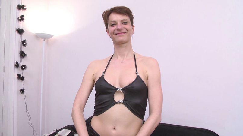 Juliette, a very slutty cougar gets screwed in double anal! - Tonpornodujour.com