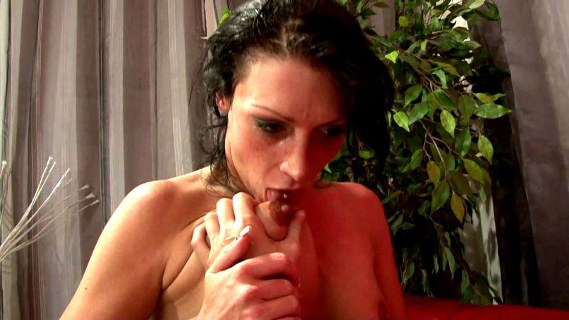 Laetitia is ready for a good fuck! - Tonpornodujour.com