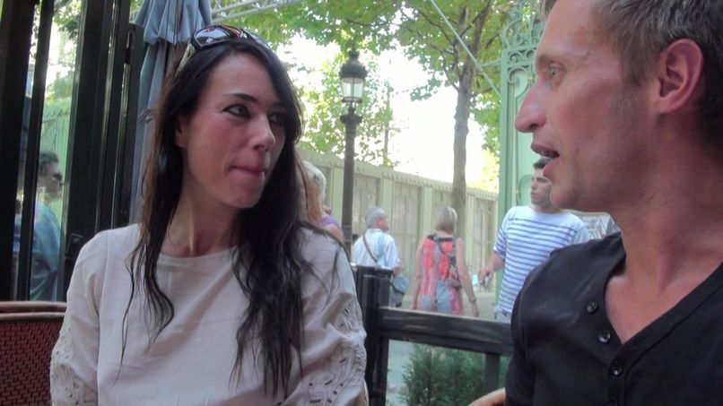 A meeting on the Champs-Elysées that ends in an amateur gang bang! - Tonpornodujour.com