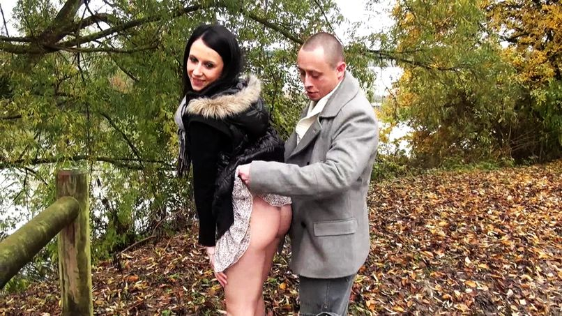 Nice outdoor fuck plan for Olivia, 20 years old! - Tonpornodujour.com