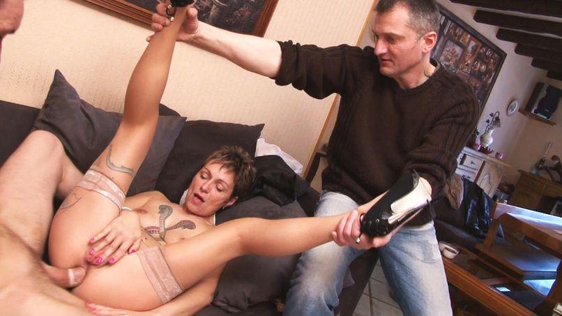 Virginie gets fucked under the perverse gaze of her husband! - Tonpornodujour.com