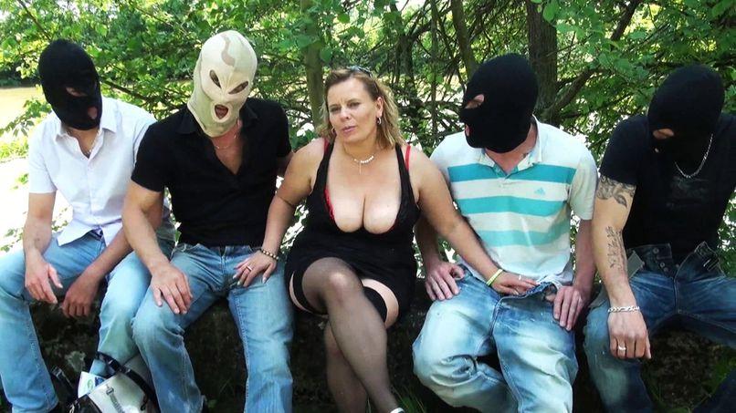 A gang-bang hard for Paris, a slut with big tits! - Tonpornodujour.com