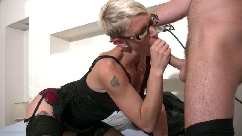 Mia, a slutty anal fan! - Tonpornodujour.com