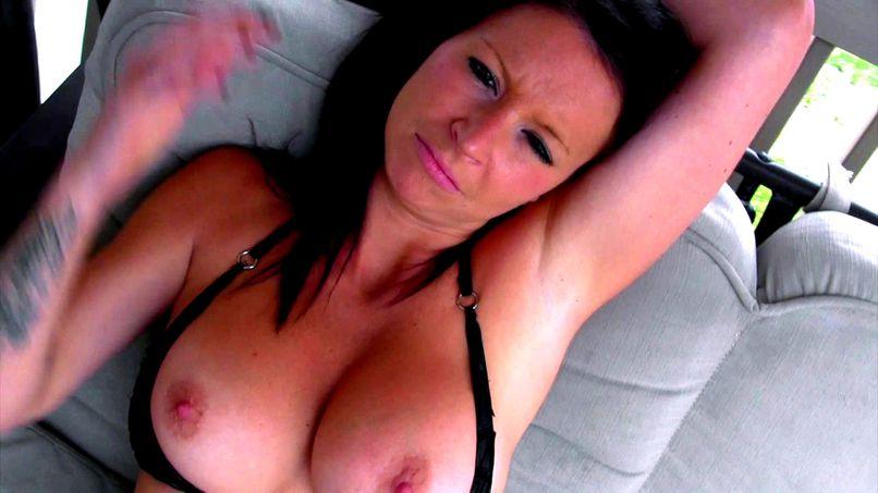 Busty cougar Rachel takes care of two lucky guys! - Tonpornodujour.com