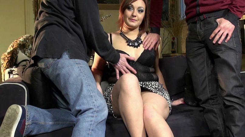 Lili returns for a double vaginal! - Tonpornodujour.com