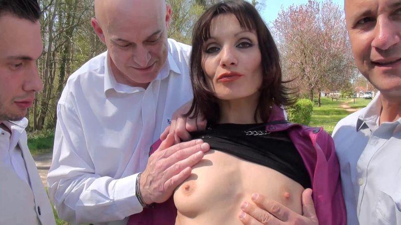 Eloise has well dilated holes! - Tonpornodujour.com
