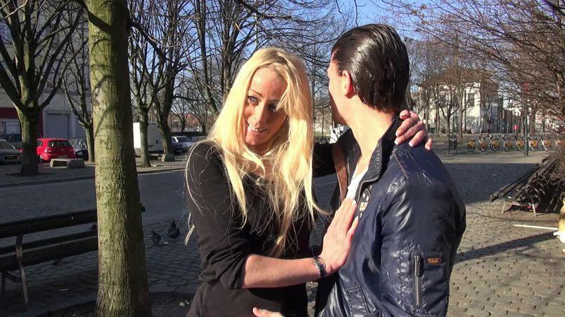 Aude, a blonde milf, hot and hot! - Tonpornodujour.com