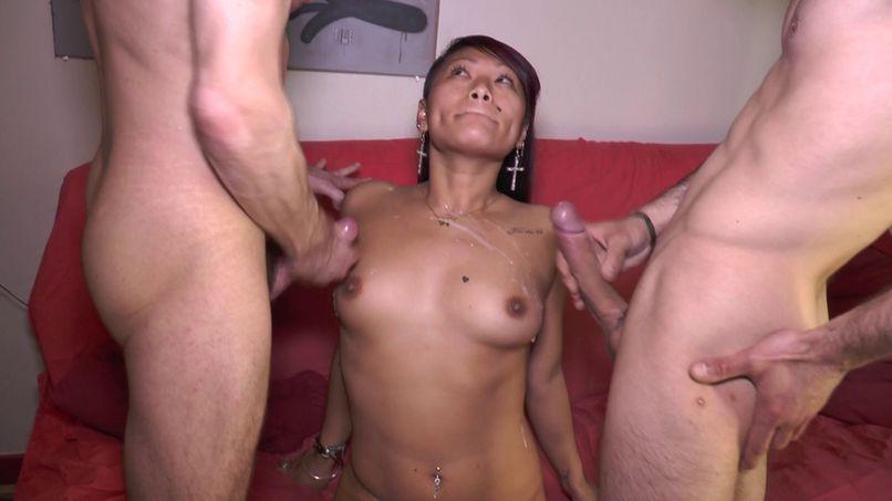 Double penetration for the beautiful Asian! - Tonpornodujour.com