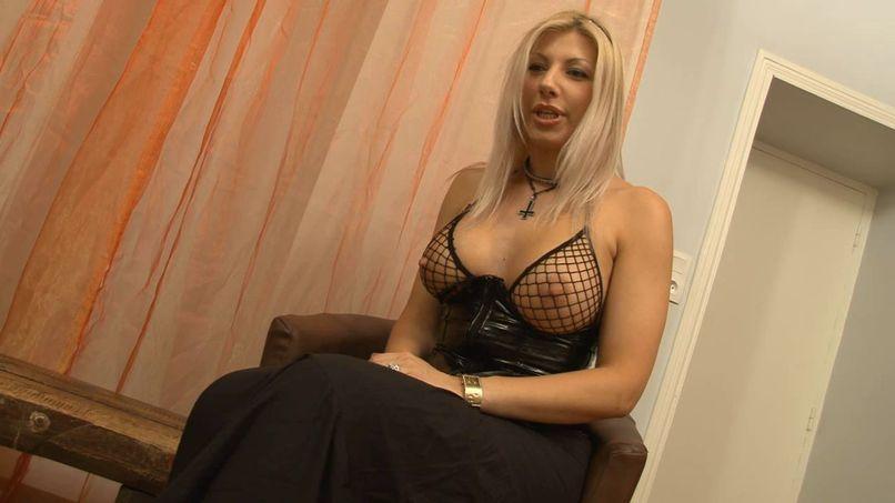 Crystale, a blonde bombshell in a hard fuck! - Tonpornodujour.com