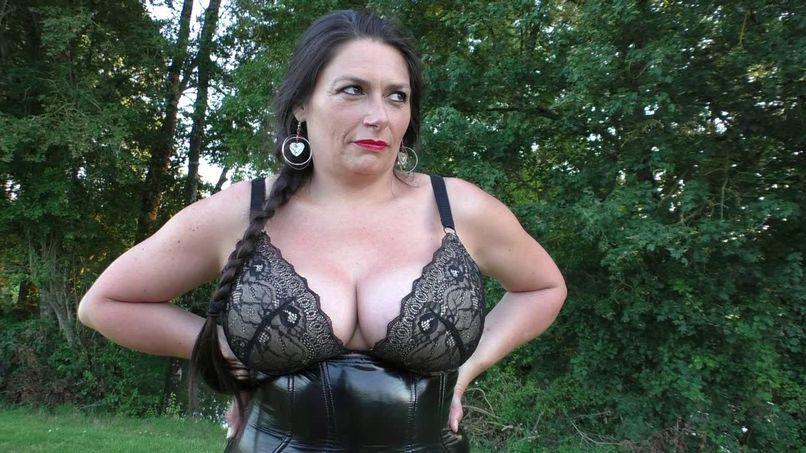 Emma, the busty cougar, the double vaginal time! - Tonpornodujour.com