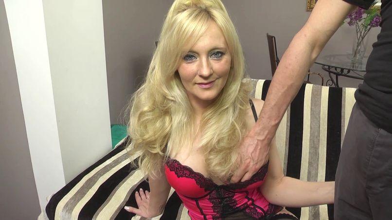 Amber claims a double penetration! - Tonpornodujour.com