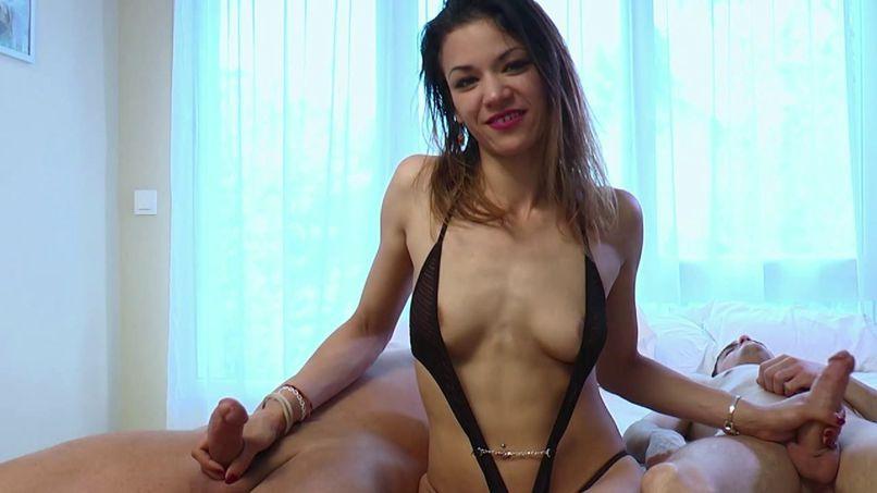 Soraya, naughty bitch, armed with two cocks! - Tonpornodujour.com