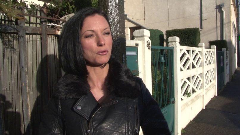 Elvira, a bombshell with big tits realizes her fantasy! - Tonpornodujour.com