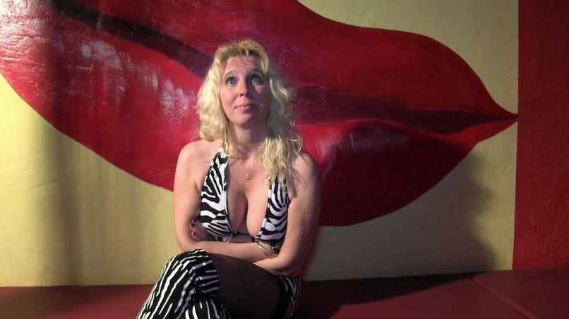 Angel, a very slutty blonde milf gets fucked in a club! - Tonpornodujour.com