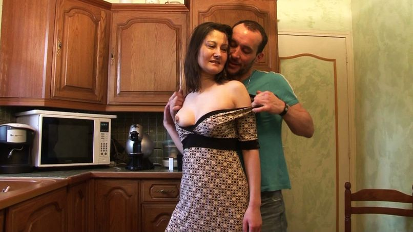 The housewife's fantasy, a good fuck with a stranger in the kitchen - Tonpornodujour.com
