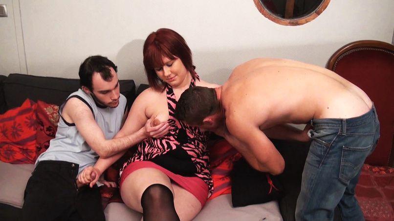 With her slutty ass, Jenni discovers the gangbang! - Tonpornodujour.com