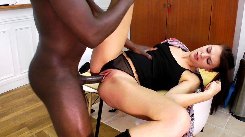 Teacher and student (3): Total banging in black & white for Carla, 29 years old! - Tonpornodujour.com