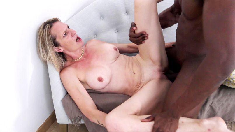 Luigia, a beautiful 36-year-old blonde milf, comes back to show us what a big slut she has become! - Tonpornodujour.com