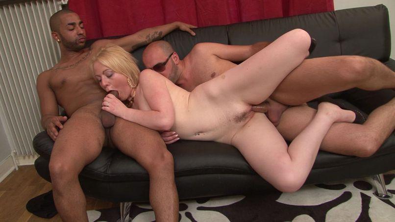 First double penetration for Marion, beautiful mature blonde! - Tonpornodujour.com