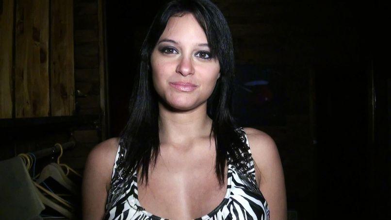 Jessyca opts for the gangbang finishing massage! - Tonpornodujour.com