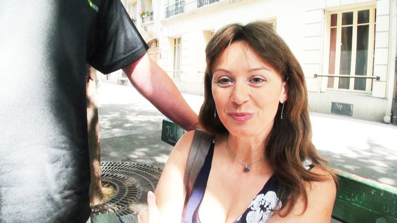 The mail carrier from Neuilly is a big slut! - Tonpornodujour.com