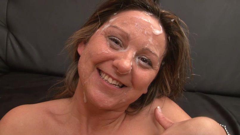 Lorene offers a double penetration in a gang-bang very hard! - Tonpornodujour.com