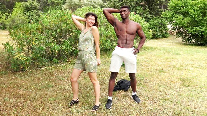 This young slut from Melany tastes the big cock of a black APC! - Tonpornodujour.com