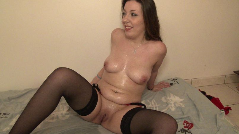 Marina, good amateur slut, has fun in a gang-bang terrible! - Tonpornodujour.com
