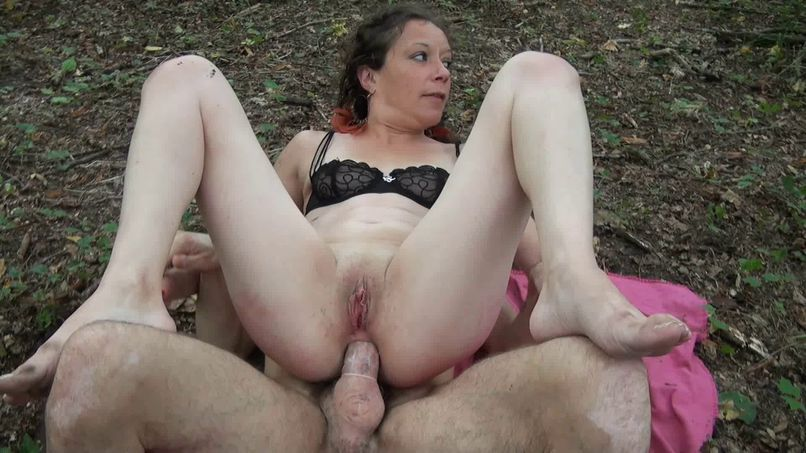 Foreground threesome, anal sex and double penetration, for Omélia, in a wood voyeurs! - Tonpornodujour.com
