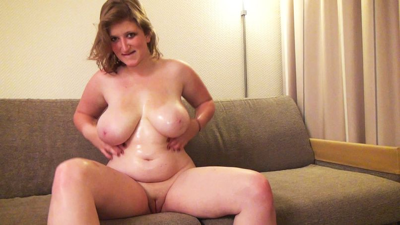 Naughty Manon busty, is sodomized on request of his aunt! - Tonpornodujour.com