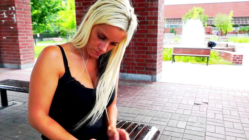 Blonde with big breasts, Pamela is a big slut as we like! - Tonpornodujour.com